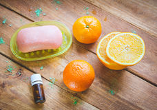 Citrusolja för att bada tillvägagångssätt arkivbild