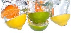 citrust fallande fruktvatten Royaltyfria Bilder
