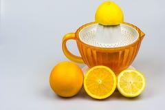 Citrusvrucht juicer op een witte achtergrond Stock Afbeeldingen