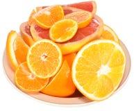 Citrusvrucht op een plaat. Royalty-vrije Stock Fotografie