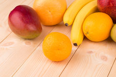 Citrusvruchten en bananen Stock Foto