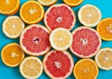Citrusvruchten op de lijst Royalty-vrije Stock Afbeeldingen