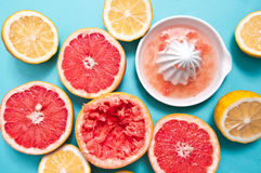 Citrusvruchten op de lijst Stock Foto