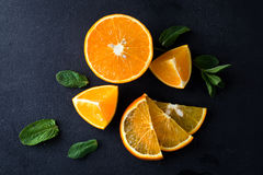 Citrusvruchtenplakken en muntkruiden Stock Foto's
