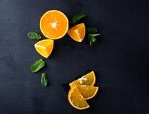 Citrusvruchtenplakken en muntkruiden Stock Foto