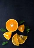 Citrusvruchtenplakken en muntkruiden Royalty-vrije Stock Foto's