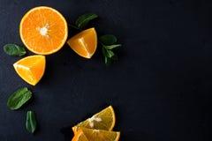 Citrusvruchtenplakken en muntkruiden Stock Afbeelding