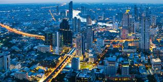 Città alla notte, Bangkok Tailandia di panorama fotografia stock