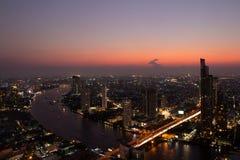 Città alla notte, India di Mumbai fotografie stock libere da diritti