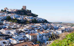 Città andalusa con il castello Martos fotografia stock libera da diritti