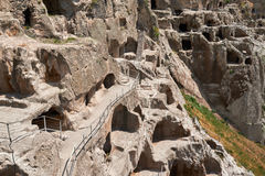 Città antica della caverna in scogliera, scavi storici Fotografia Stock Libera da Diritti