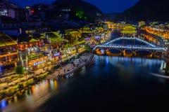 Città antica di Fenghuang nel tempo crepuscolare, attractio turistico famoso Immagini Stock Libere da Diritti