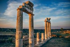 Città antica di Hierapolis, Denizli, Turchia ad alba, effe del hdr immagine stock libera da diritti