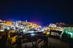 Città antica di Matera di notte Fotografie Stock Libere da Diritti