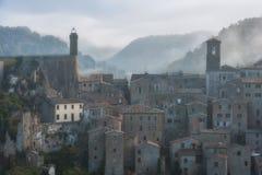 Città antica italiana Sorano fotografia stock