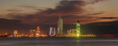 Città Batumi di notte di panorama Immagini Stock Libere da Diritti