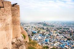 Città blu di Jodhpur dalla fortificazione di Mehrangarh immagini stock