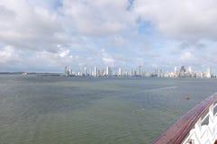 Città caraibica di bianco che emette luce al sole Fotografia Stock