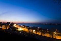 Città crepuscolare con le luci Fotografie Stock Libere da Diritti