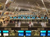 Città del Capo Il Sudafrica - 4 maggio 2014 Interiore moderno dell'aeroporto fotografie stock
