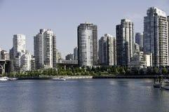 Città del condominio dal mare Fotografia Stock