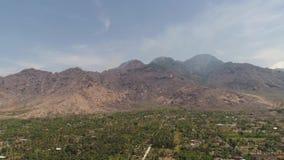 Città del paesaggio della montagna, montagne stock footage