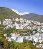 Città del pueblo di Ojen vicino a Marbella in Spagna Immagine Stock