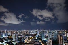 Città del Salvador alla notte fotografia stock libera da diritti