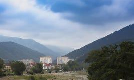 Città del sud nelle montagne della Russia fotografia stock libera da diritti