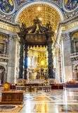 CITTÀ DEL VATICANO, ITALIA: 11 OTTOBRE 2017: L'interno del ` di St Peter Fotografia Stock