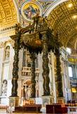 CITTÀ DEL VATICANO, ITALIA: 11 OTTOBRE 2017: L'interno del ` di St Peter Immagini Stock
