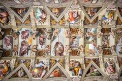 CITTÀ DEL VATICANO, VATICANO: Soffitto della cappella di Sistine nel museo del Vaticano, Città del Vaticano Belle vecchie finestr immagine stock