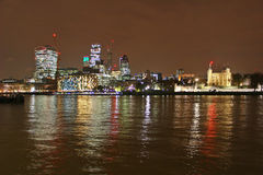 Città dell'orizzonte di Londra alla notte Fotografia Stock Libera da Diritti
