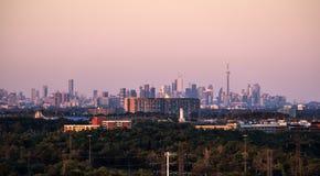 Città dell'orizzonte di Toronto veduta da Mississauga Fotografia Stock Libera da Diritti