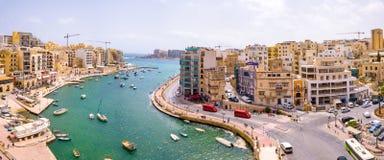 Città della baia, della st Julians e di Sliema di Spinola su Malta fotografie stock