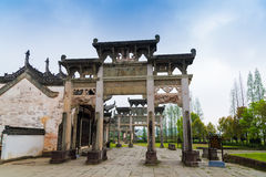 Città della Cina Huangshan, paesaggio dell'arco dell'Anhui Shexian Tangyue Fotografia Stock