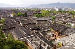 Città della Cina - tetti di Lijiang Fotografia Stock