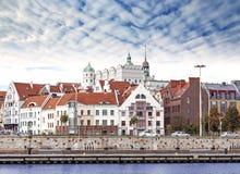 Città della città di Szczecin (Stettin) vecchia, vista della riva del fiume, Polonia Fotografia Stock Libera da Diritti