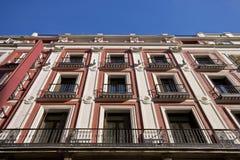 Città della costruzione della facciata della via di Madrid fotografia stock