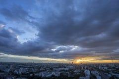 Città della metropoli di Bangkok in penombra e nuvola Tailandia Immagine Stock Libera da Diritti