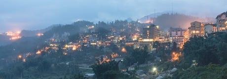 Città della montagna di Sapa nel Vietnam del Nord a penombra Immagini Stock Libere da Diritti