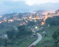 Città della montagna di Sapa nel Vietnam del Nord a penombra Fotografia Stock