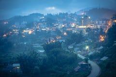 Città della montagna di Sapa nel Vietnam del Nord a penombra Fotografie Stock