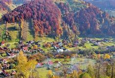 Città della valle nel fogliame di autunno Fotografia Stock Libera da Diritti