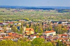 Città della vista aerea di primavera di Ivanec, Zagorje, Croazia Fotografia Stock