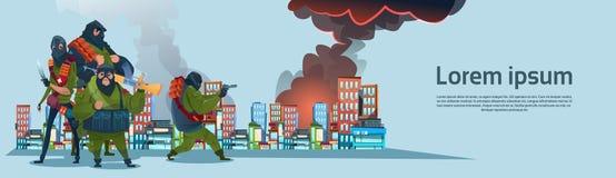 Città di attacco armata il terrorismo della mitragliatrice dell'arma della tenuta di Group Black Mask del terrorista Fotografia Stock Libera da Diritti