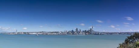 Città di Auckland dalla riva del nord immagini stock libere da diritti