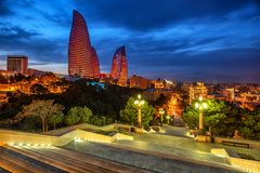 Città di Bacu, Azerbaigian, alla luce uguagliante fotografie stock libere da diritti