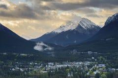 Città di Banff nella caduta in anticipo Fotografie Stock Libere da Diritti