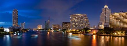 Città di Bangkok di panorama alla notte Fotografia Stock